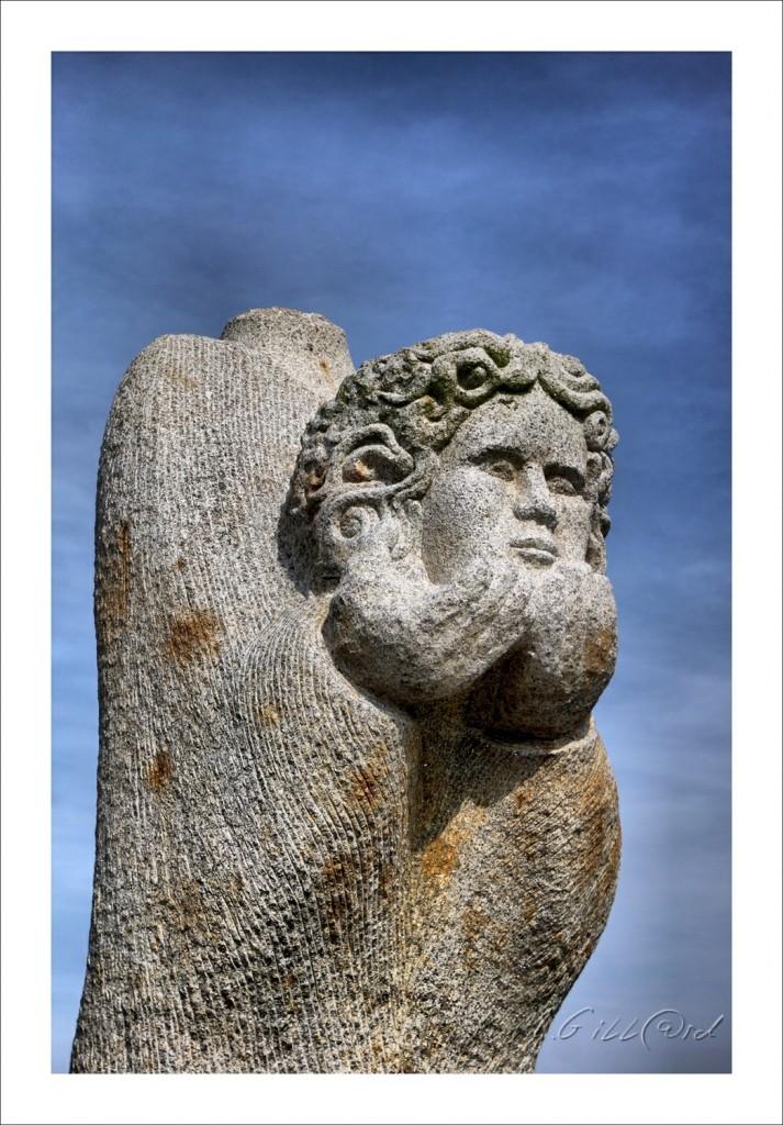 SANT TREVEUR SAINT TREMEUR Hauteur: 3,90 m Poids: 8 tonnes Sculpteur : David Puech